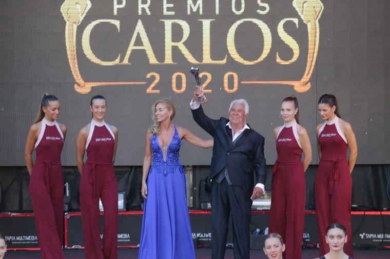 FOTO: Flavio Mendoza fue galardonado por su dirección de Un Estreno o un Velorio