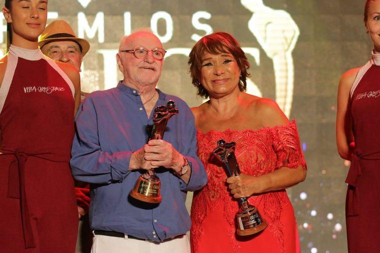 FOTO: Pedo Alfonso recibió el premio Carlos de Plata.