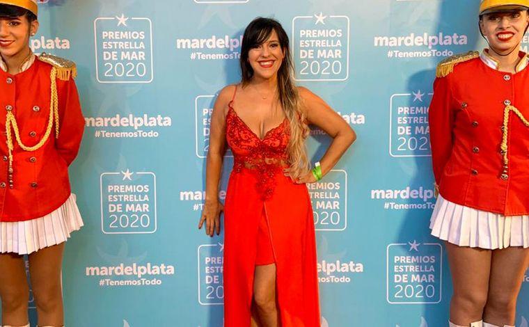 FOTO: Micaela Rodríguez, periodista de Cadena 3, se lució en la alfombra roja