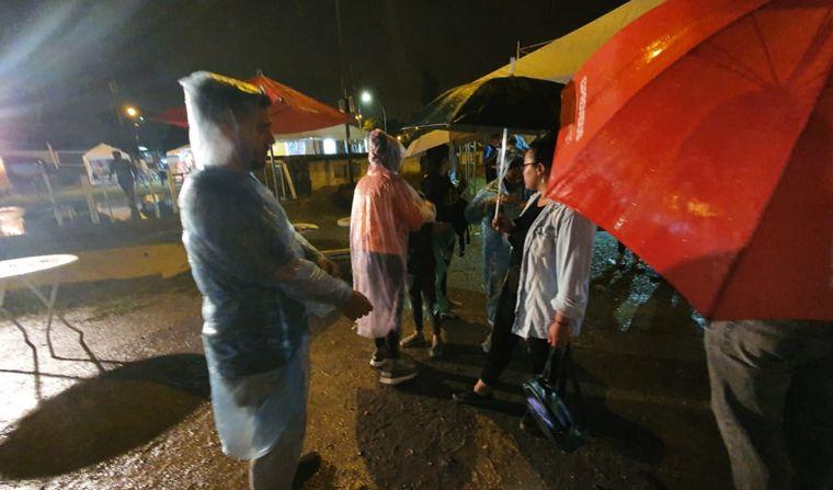 FOTO: Segunda noche de las Colectividades, con cambios por la lluvia.