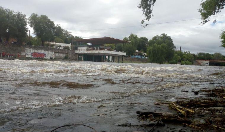 FOTO: Alerta por crecida en los ríos serranos