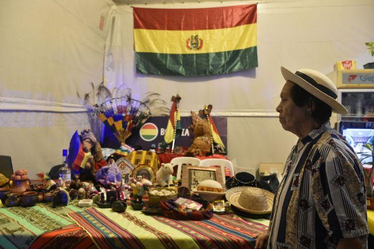 FOTO: Stands de comida de diversas culturas en el Encuentro de Colectividades.