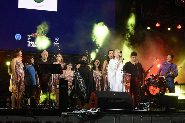 FOTO: Histriónicos, el coro inclusivo del Encuentro de Colectividades.