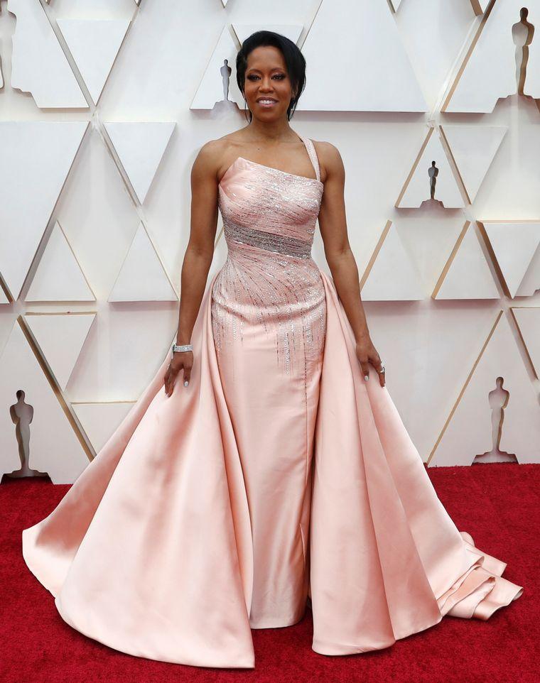FOTO: Rebel Wilson en la alfombra roja de los Oscar 2020.