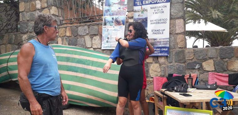 FOTO: Angie Gatica practicó stand up paddle.