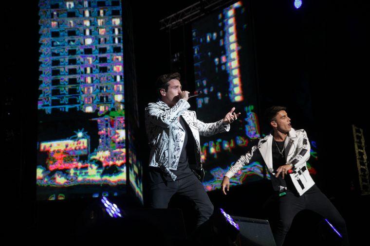 FOTO: M&A en la última noche del Festival de Peñas