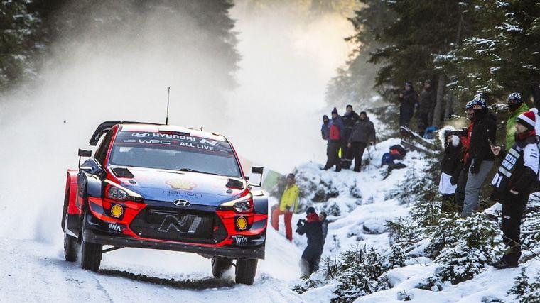 FOTO: Elfyn Evans lidera el recortado Rally de Suecia con su Toyota Yaris