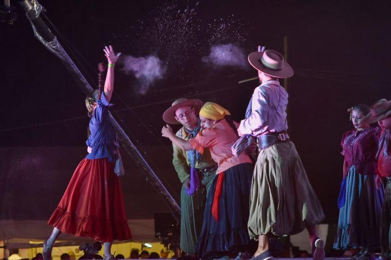 FOTO: Ballet conformado por personas con discapacidad deslumbraron en la Chaya