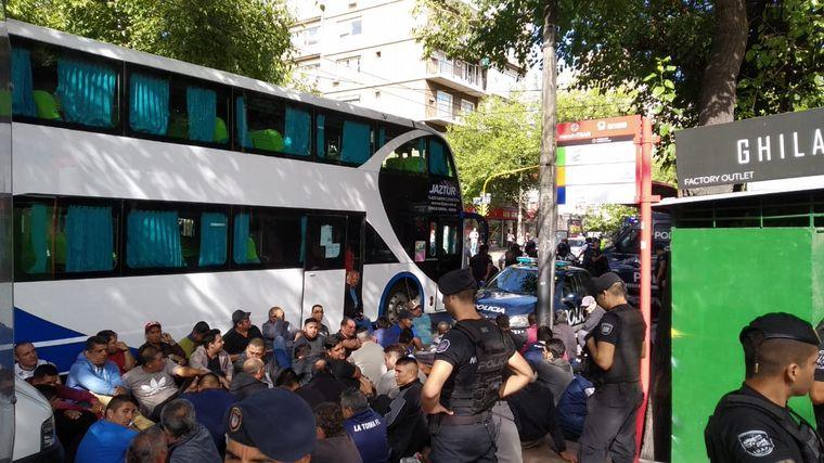 AUDIO: Violento enfrentamiento entre gremios de seguridad (por Facundo Dimaría)