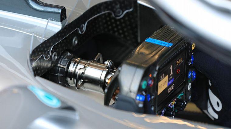 FOTO: Otra vista de la columna de dirección del Mercedes W11