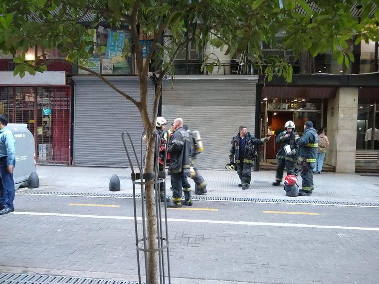 AUDIO: Susto por un incendio en un edificio del microcentro porteño (Por Orlando Morales)