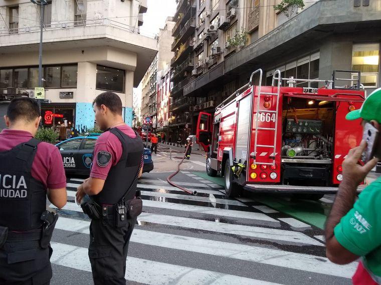 FOTO: Incendio en microcentro porteño.
