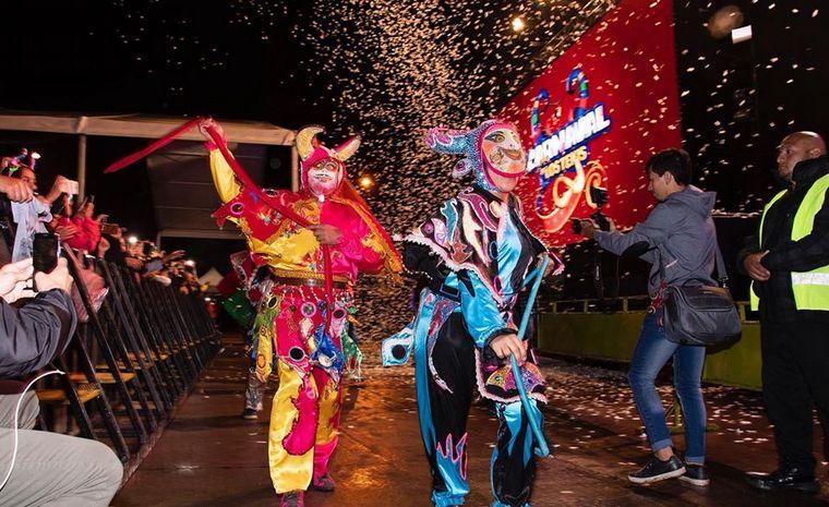 FOTO: Los Diablos, show de comparsa (Facebook: Carnaval de Los Tekis)