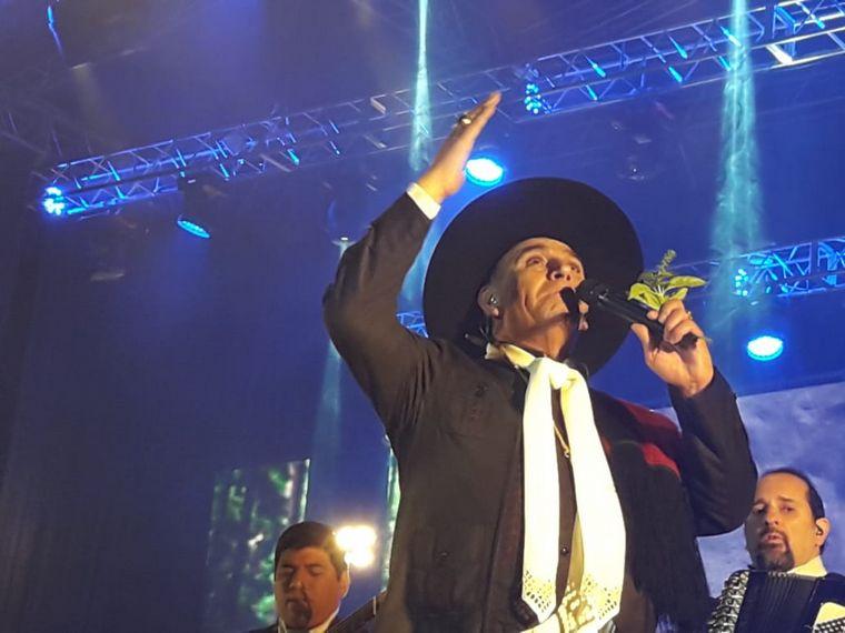 AUDIO: El Chaqueño Palavecino cerró la Serenata a Cafayate (por Elisa Zamora)