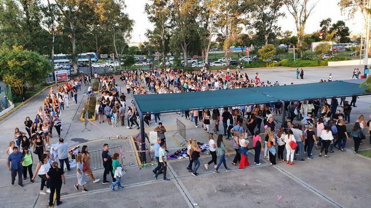 FOTO: Fans llegan al Orfeo para el show de Ricky Martin.