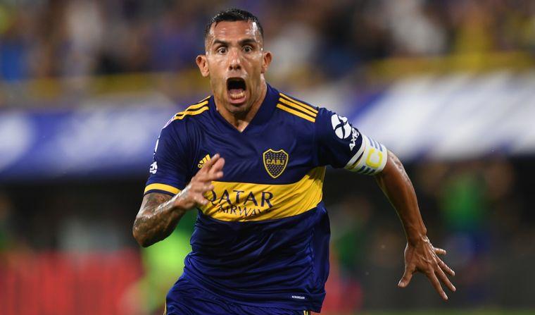 FOTO: Tevez sacó un zapatazo y marcó el primero de Boca.
