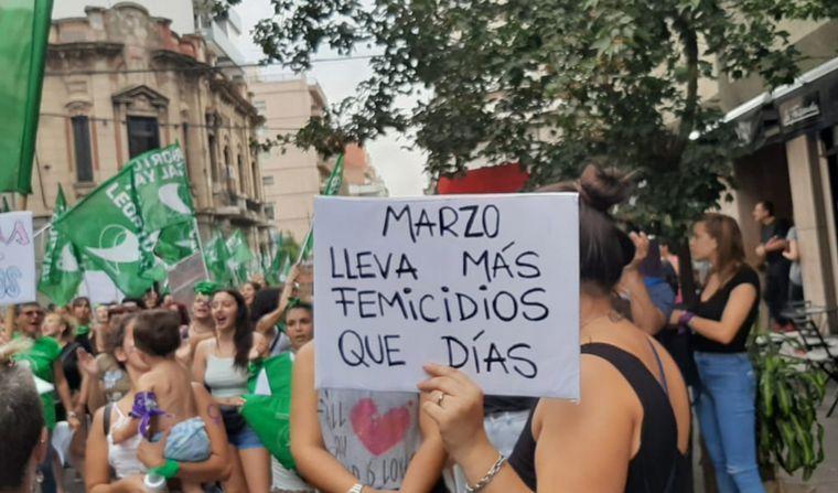 FOTO: Paro feminista y marcha en Rosario por el 9M.