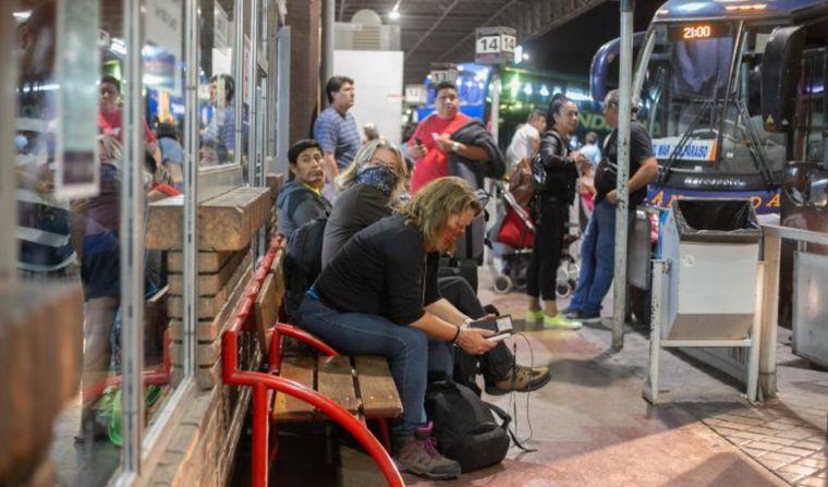 FOTO: Controles a colectivos que llegan desde Chile
