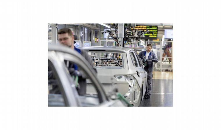 FOTO: Ford también suspendió en su planta de Valencia