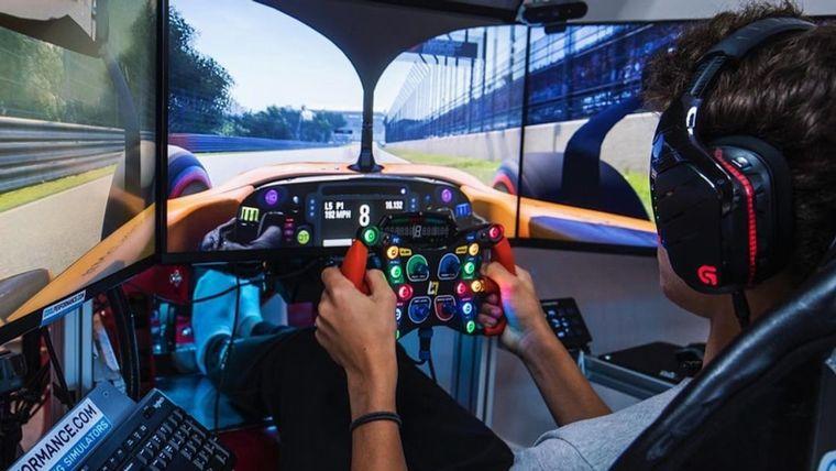 FOTO: Figuras del deporte internacional, pilotos reales y virtuales en el Bah GP