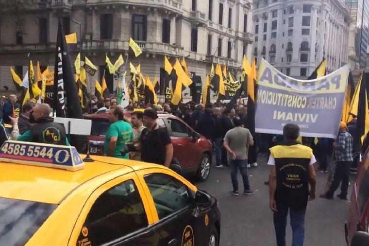 AUDIO: Los taxistas amenazan con movilizaciones (Por Ariel Rodríguez)