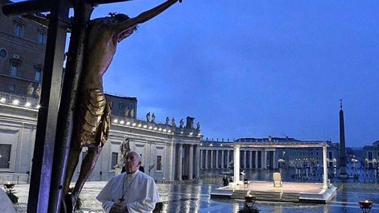 Estar con los pobres no es ser comunista, afirma el papa Francisco