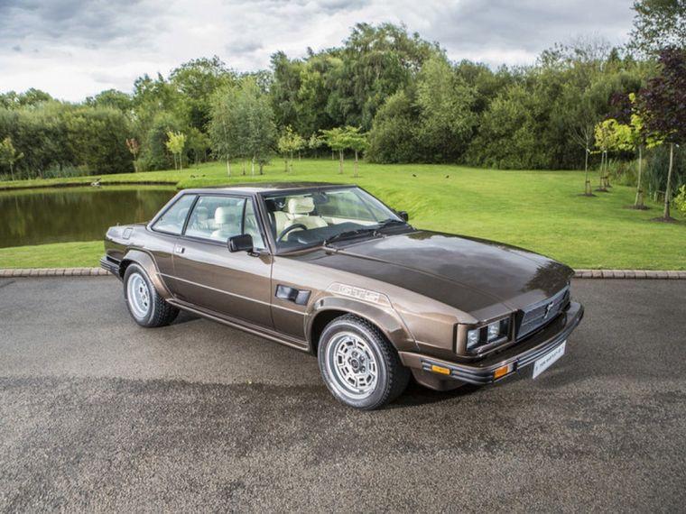 FOTO: Con el V8 de Ford, De Tomaso produjo el Dauville, un sedán de lujo