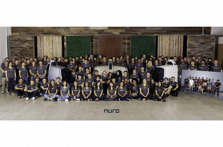 FOTO: El joven equipo de Nuro y el R2