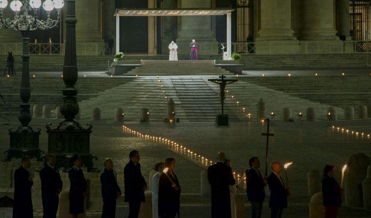 FOTO: El Vía Crucis se lleva a cabo en la explanada de San Pedro
