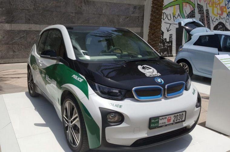 FOTO: La policía de Dubai contactó a BMW Group para coordinar el mensaje a sus usuarios