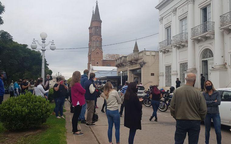 AUDIO: Comerciantes de Esperanza reclaman para abrir sus puertas (por Matías Arrieta)