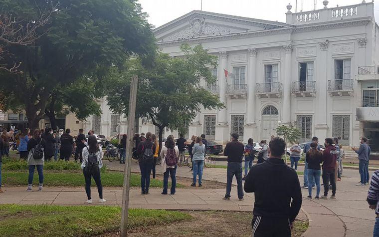 FOTO: La manifestación de comerciantes en Esperanza
