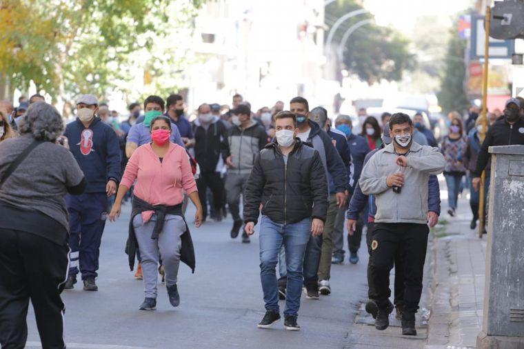 FOTO: Suoem protesta frente al Concejo Deliberante por proyecto de recortes.
