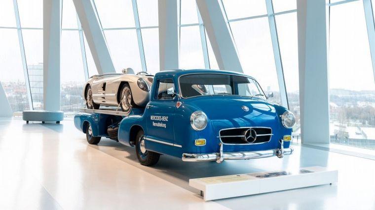 FOTO: Stirling Moss y Juan Manuel Fangio, dos íconos de la historia deportiva de Mercedes