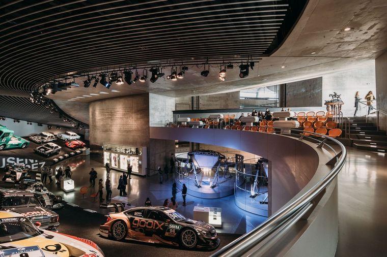 """FOTO: Tiene más de 160 vehículos expuestos, como la 300SL -""""alas de gaviota""""-"""