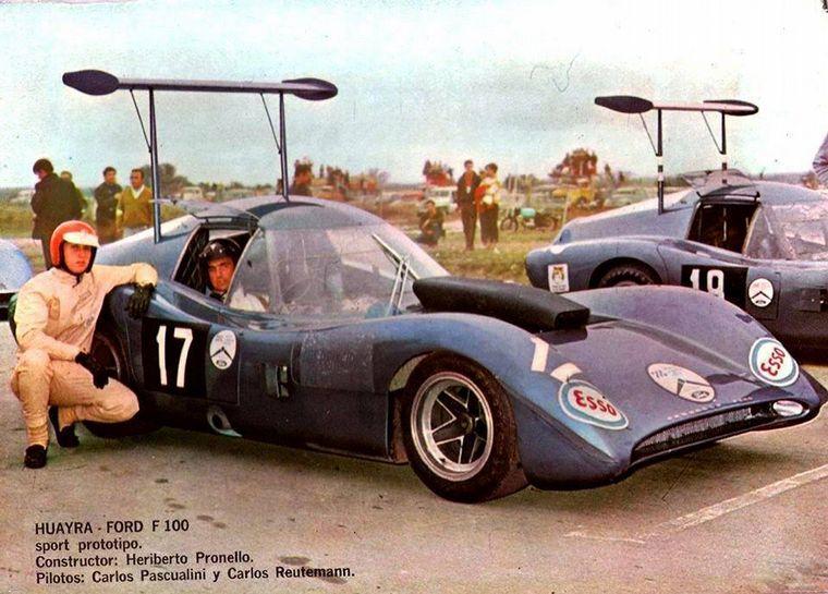 FOTO: Heriberto Pronello y sus pilotos Ford, Pascualini y Reutemann.
