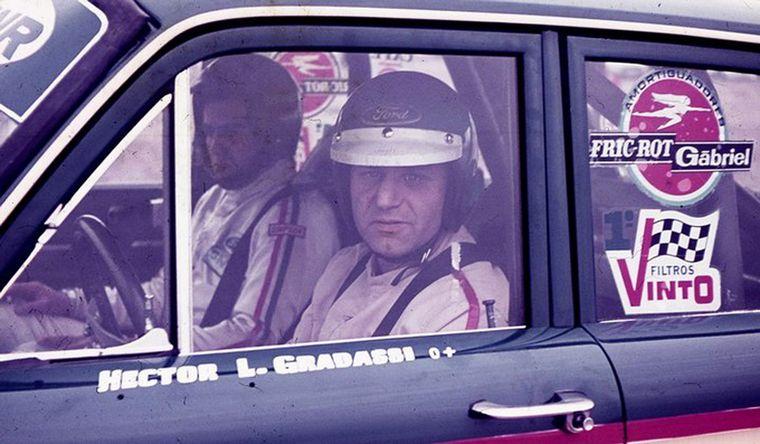 FOTO: Héctor Luis Gradassi y su Ford, ganadores en Buenos Aires 1979.