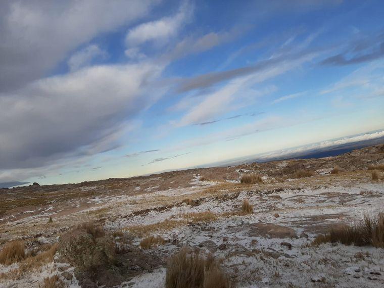 FOTO: Primera nevada de la temporada en Córdoba (Foto: Oscura Overa turismo de montaña)