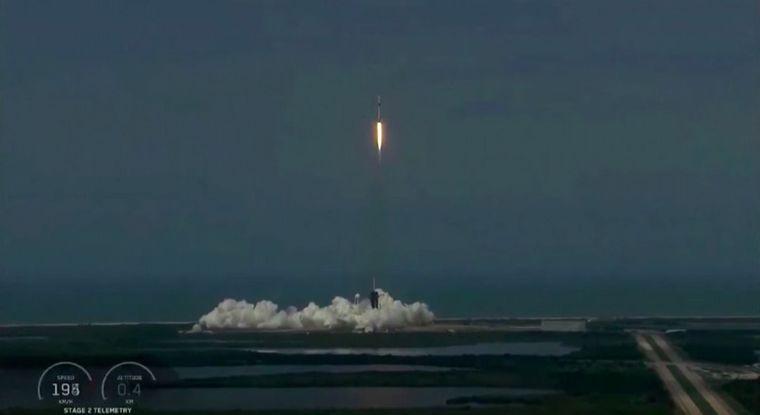 FOTO: Es la primera operación conjunta de la NASA con una empresa privada.
