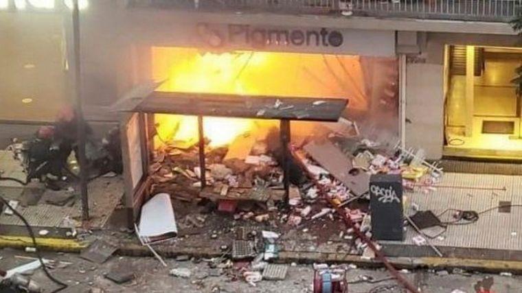 FOTO: El incendio, que causó la detonación, fue en el subsuelo del edificio.