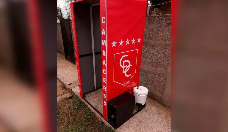 FOTO: La cabina desinfectante que instaló Cambaceres en su estadio.