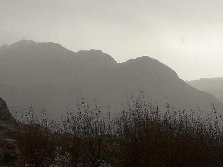 FOTO: Nieve en el pie del Cerro Champaquí. (Foto: Oscura Overa Turismo de Montaña)