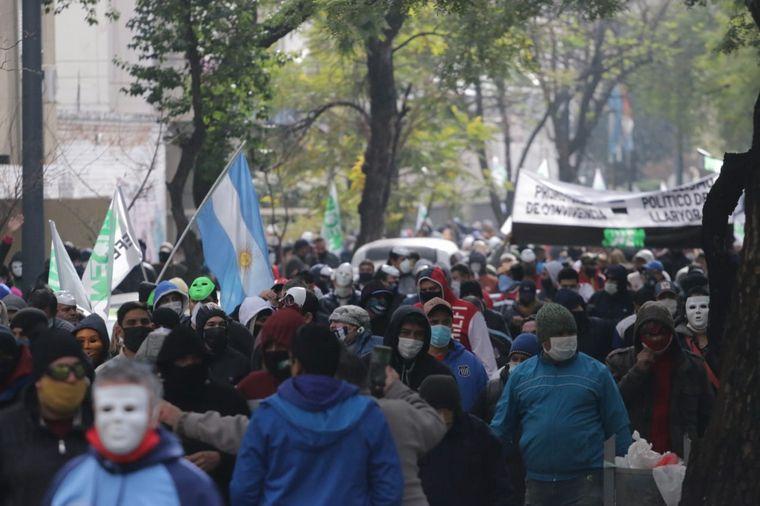 AUDIO: Agredieron a un periodista de Cadena 3 en la marcha del Suoem en Córdoba