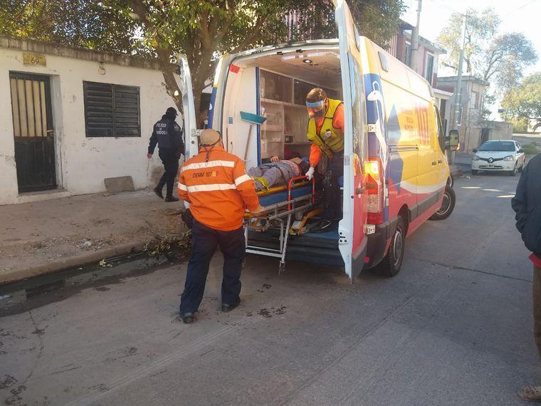 FOTO: Cuatro heridos al ceder una losa en barrio General Paz.
