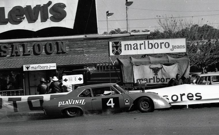 FOTO: Marincovich con su Chevrolet (Nº4) mano a mano con Gradassi.