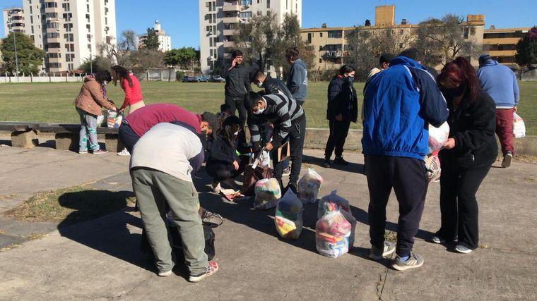 AUDIO: Reparten alimentos en barrios donde antes llevaban el rugby