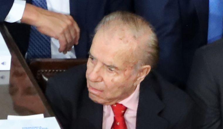 AUDIO: Carlos Menem permanece internado por controles médicos