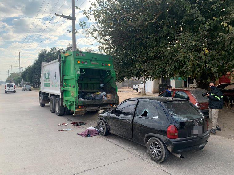 AUDIO: Chocó contra un camión de basura: un recolector tiene comprometidas las piernas