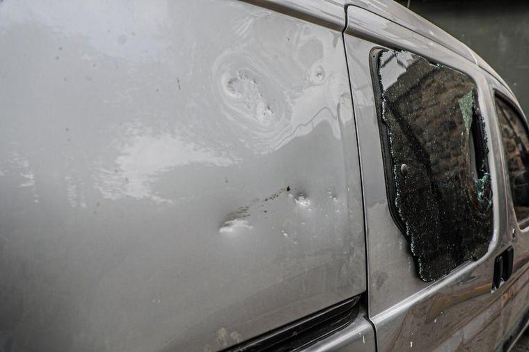 FOTO: Así quedó el Citroën Berlingo atacado a pedradas.