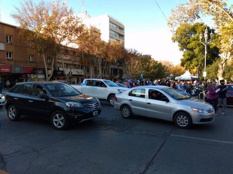 FOTO: Masiva marcha contra la intervención de Vicentin en Santa Fe.